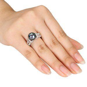 Beautiful Silver Round Cut Black Pearl Ring
